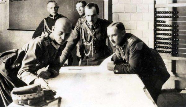 Polska Wojskowa Misja Zakupów w Paryżu dozbroiła naszą armię w czasie wojny z bolszewikami.