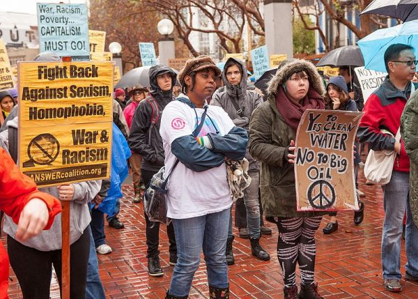 Protesty w USA po zwycięstwie Donalda Trumpa w wyborach. Dla tych ludzi nowy prezydent uosabia m.in. to, o czym pisze Snyder - zagrożenie dla zasady równości i wolności.