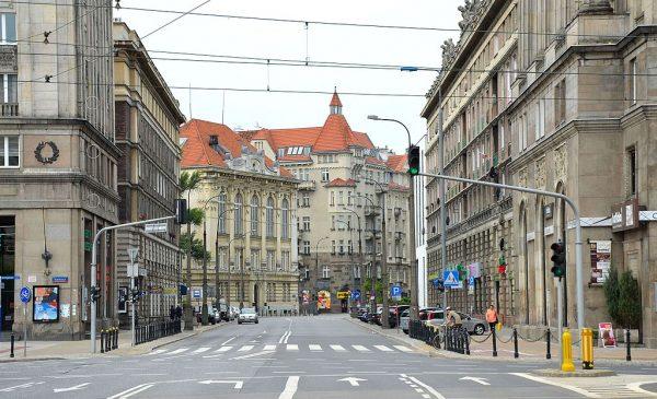 Powstałe w 1957 roku Towarzystwo Szkoły Świeckiej zapoczątkowało ruch świecki. Jego kontynuatorem jest dzisiaj Towarzystwo Kultury Świeckiej, którego główna siedziba mieści się przy ulicy Koszykowej w Warszawie.