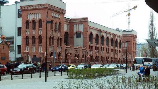 Muzeum Powstania Warszawskiego cieszy się niesłabnącą popularnością. Rocznie odwiedza je ponad pół miliona ludzi.
