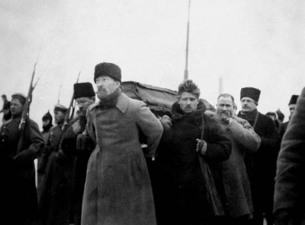 Dzierżyński na pogrzebie Lenina. (fot. domena publiczna)