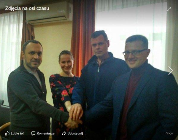 """Fotografia z podpisania umowy z """"UM Group"""", zamieszczona na oficjalnej stronie facebookowej Ukraińskiej Agencji Państwowej ds. Kinematografii."""