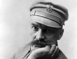 Józef Piłsudski nie bał się wygarnąć politykom, co o nich sądzi (fot. domena publiczna).