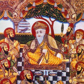 Religia Sikhów powstała w opozycji do hinduizmu i islamu. Założyciel, guru Nanak, krytykował także obecną w innych wyznaniach dyskryminację kobiet.