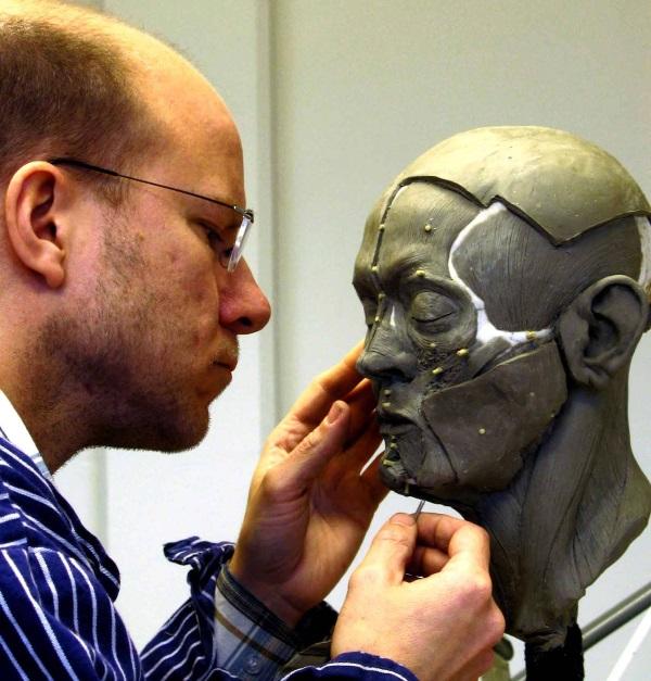 Oskar Nilsson przy pracy. (fotografia pochodzi z profilu Facebook należącego do firmy Oskara Nilssona)