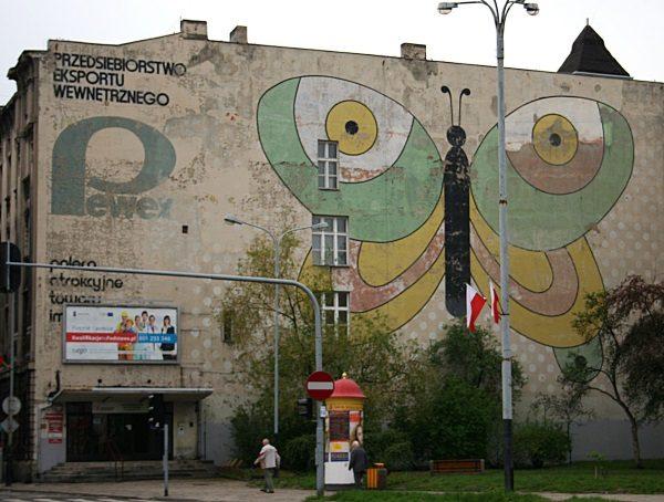 Łódzki mural z reklamą Pewexu (fot. Przykuta, lic. CC BY-SA 3.0).