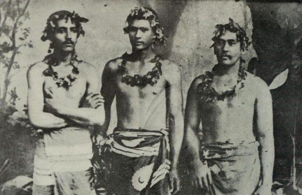 Mieszkańcy Polinezji nauczyli się wykorzystywać kontakty z Anglikami i Francuzami. Zdziesiątkowały ich jednak przywiezione przez Europejczyków choroby.