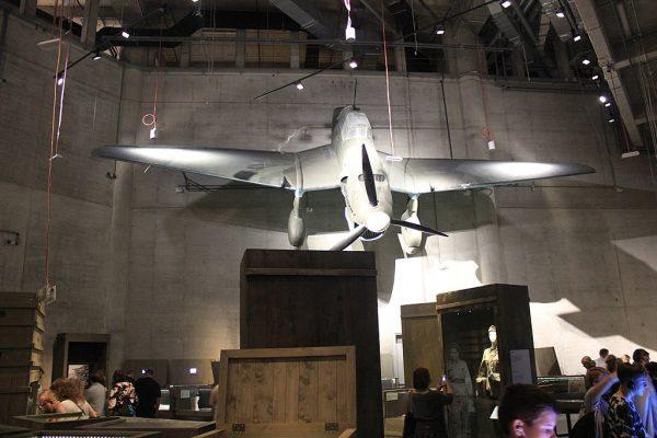 Eksponaty znajdujące się w Muzeum II Wojny Światowej mają za sobą fascynującą historię. Ale często niezwykła jest także historia ich pozyskiwania. Na zdjęciu wnętrze Muzeum.