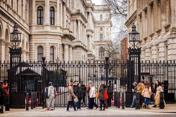 Najważniejsze decyzje dotyczące postępowania aliantów wobec agresji Hitlera na Polskę zapadły na Downing Street. Chamberlain wezwał tam francuskiego ambasadora, a następnie kontaktował się telefonicznie z premierem Francji.