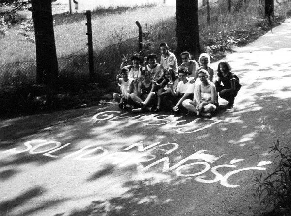 """W kampanię wyborczą na rzecz obozu """"Solidarności"""" zaangażowana była ogromna część społeczeństwa."""