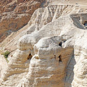 Jaskinie Qumran (fot. Denis Jarvis, lic. CC BY-SA 2.0)