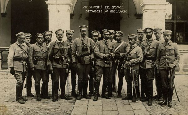 Oddział Piłsudskiego dotarł zaledwie do Kielc. Ludność Królestwa powitała Kompanię Kadrową nieufnie, a nawet wrogo.
