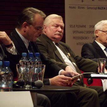 Lech Wałęsa podczas II Europejskiego Kongresu Małych i Średnich Przedsiębiorstw w Katowicach (fot. Piotr Drabik, lic. CCA-SA 2.0)