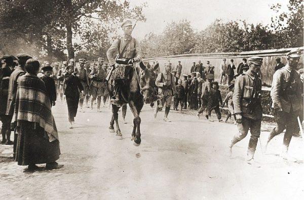 Wjeżdżając do Królestwa, Piłsudski spodziewał się entuzjastycznego przyjęcia.