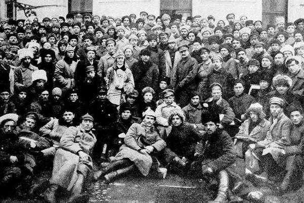 Zdjęcie z X Zjazdu WKP(b), na którym widać między innymi Lenina i Trockiego.