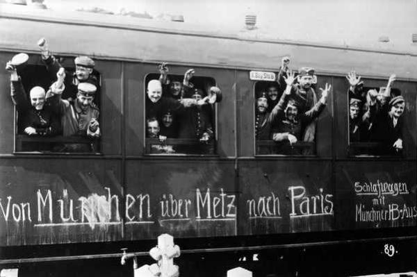 Wybuch I wojny światowej dał wielu Polakom nadzieję na odzyskanie niepodległości. Na zdjęciu żołnierze niemieccy jadący na front.