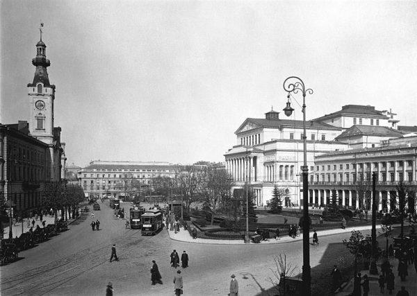 Pojawienie się inteligencji w Polsce związane było między innymi z charakterystyczną dla naszego kraju słabością miast. Mieszczaństwo nigdy nie stało się w kraju nad Wisłą tak silne, jak na Zachodzie.