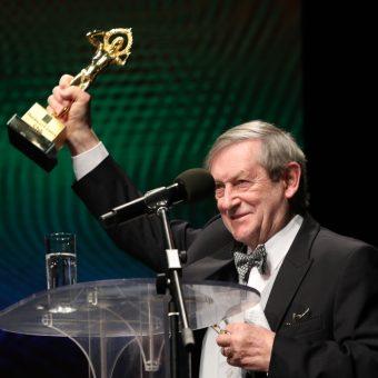 Profesor Norman Davies odbiera nagrodę (zdjęcia udostępnione przez BCC)