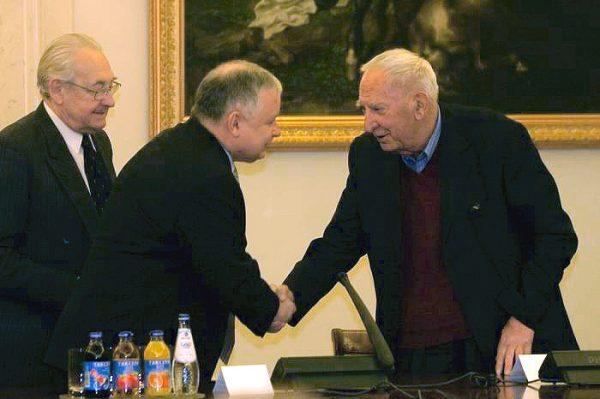W wyborach z 4 czerwca 1989 roku mandaty senatorskie z ramienia opozycji wywalczyli między innymi Andrzej Wajda, Lech Kaczyński i Gustaw Holoubek.