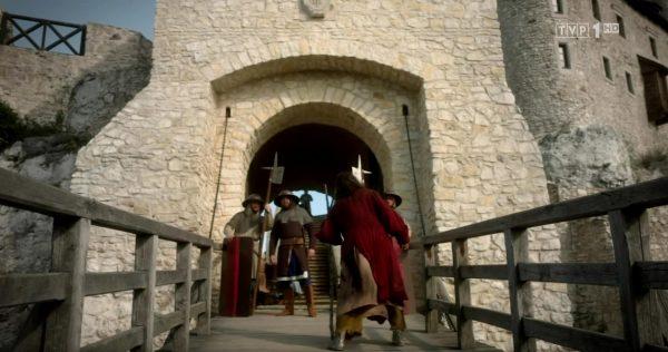 Wawel w całej swojej okazałości. Kadr z pierwszego odcinka Korony królów