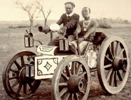 Zulusi prowadzący samochód w 1903 roku (fot. domena publiczna)