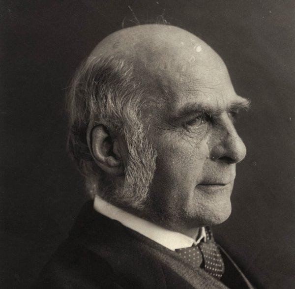 """Teorie sir Francisa Galtona, twórcy eugeniki, spotkały się w Europie """"złotego wieku"""" z ogromnym zainteresowaniem."""