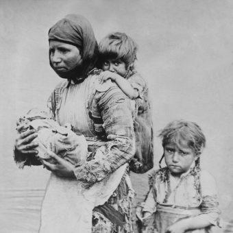 Ofiarami czystek rasowych jeszcze przed wybuchem I wojny światowej byli Ormianie. Szacuje się, że w latach 1894-1896 zginęło ich około 80 000.