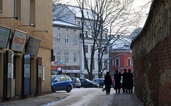 Krakowski Kazimierz od zawsze uchodził za tzw. dzielnicę żydowską. To tu przenikały się dwie kultury: żydowska i chrześcijańska. Na zdjęciu ulica Szeroka.