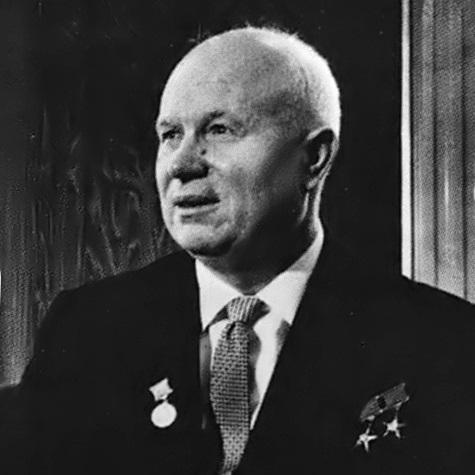 """W trakcie XX Zjazdu KPZR I sekretarz ZSRR, Nikita Chruszczow, wystąpił z krytyką """"kultu jednostki"""" narosłego wokół Stalina."""