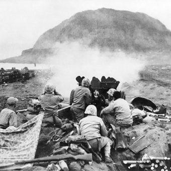 Góra Suribachi była ważnym punktem strategicznym na Iwo Jimie. Jej zdobycie przez Amerykanów praktycznie przesądziło los bitwy.