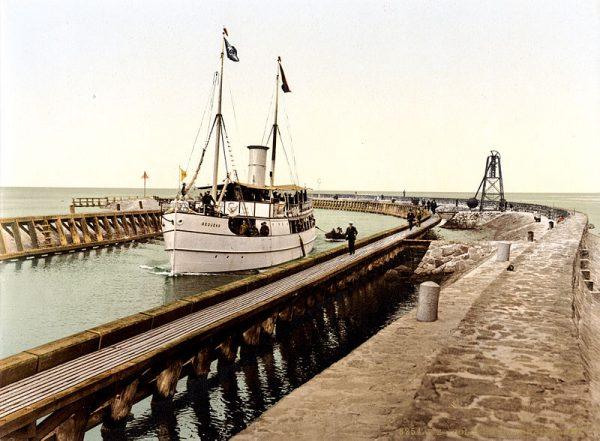 Takie porty jak Kołobrzeg Sowieci zachowywali do własnej dyspozycji. Na zdjęciu wejście do portu około 1898 roku.