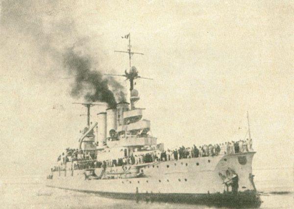 """Pancernik """"Elasass"""" przybywa z pomocą. 15 marca 1929 roku."""