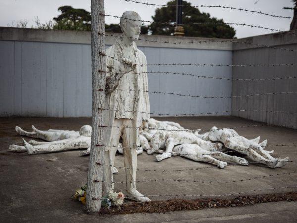Czy znamy wszystkie miejsca upamiętniające Holokaust w Europie? Na zdjęciu jedno z nich, znajdujące się w San Francisco w Kalifornii zaprojektowane przez Georga Segala.