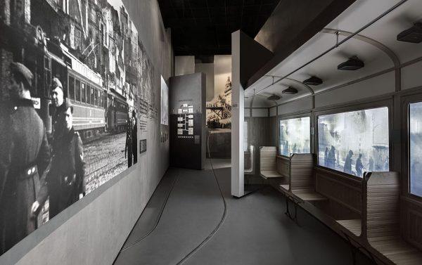 """Fragment wystawy """"Zagłada"""" znajdującej się w Muzeum Historii Żydów Polskich Polin."""