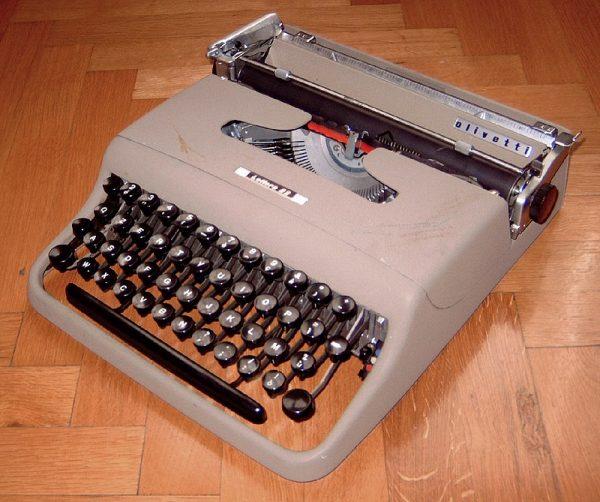 """Moczarski pracował nad książką bardzo intensywnie. Wspomagała go maszynistka, Elżbieta Borkowska z """"Kuriera"""", która przepisywała rękopis w sześciu kopiach."""