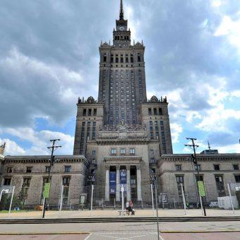 Pałac kultury (fot. Adrian Grycuk, lic. CC BY 3.0 pl)