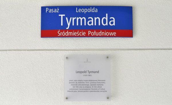 Pasaż imienia nieformalnego lidera polskich bikiniarzy Leopolda Tyrmanda (fot. Adrian Grycuk, lic. CC BY-SA 3.0 pl)
