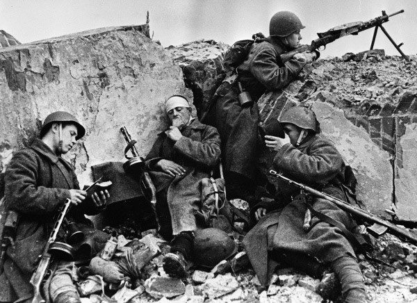 """Wyżywienie radzieckiej armii podczas """"wyzwalania"""" odbywało się najczęściej kosztem polskiej wsi."""