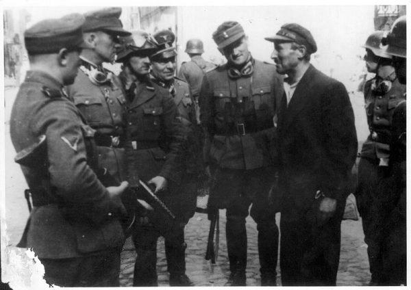 """Pisząc """"Rozmowy z katem"""" Moczarski chciał """"rozkruszyć niewiedzę"""" na temat Niemiec. Stroop, odpowiedzialny między innymi za stłumienie powstania w warszawskim getcie, był dla niego także fascynującym obiektem badań."""