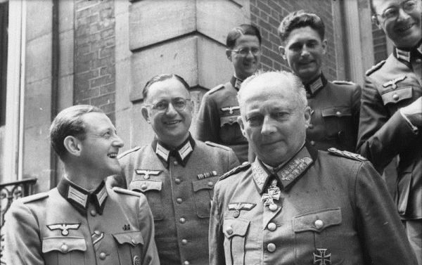 Opowieści Stroopa rzuciły między innymi nowe światło na śmierć feldmarszałka Wehrmachtu, Günthera von Kluge.