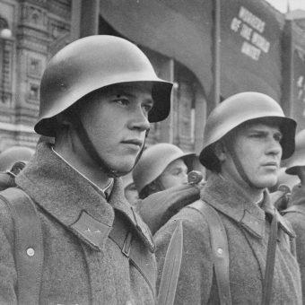 """Ofiarą """"wyzwolenia"""" Ziem Odzyskanych przez żołnierzy Armii Czerwonej padł przede wszystkim przemysł."""