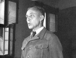 """Moczarski spędził na rozmowach z Jürgenem Stroopem wiele godzin. W ten sposób zebrał unikalny materiał, który posłużył za kanwę książki """"Rozmowy z katem""""."""