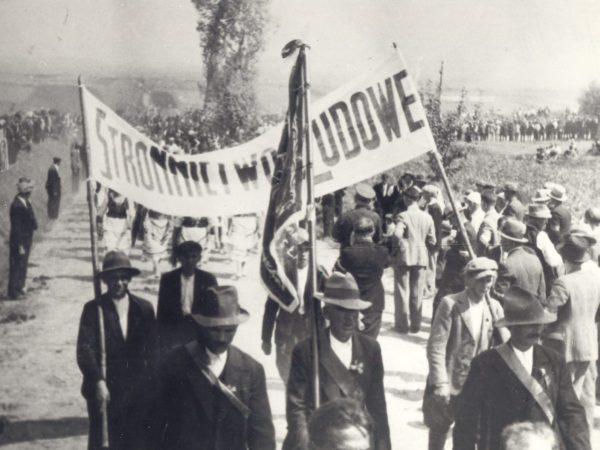 Wielki Strajk Chłopski, który wybuchł w 1937 roku był polityczną manifestacją rolników kierowaną przez Stronnictwo Ludowe. Wzięło w nim udział kilka milionów chłopów. Była to największa chłopska akcja strajkowa w dwudziestoleciu.