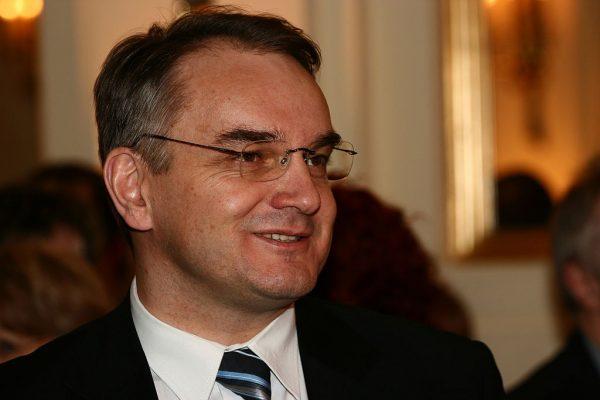Jana Olszewskiego na stanowisku premiera zastąpił Waldemar Pawlak.