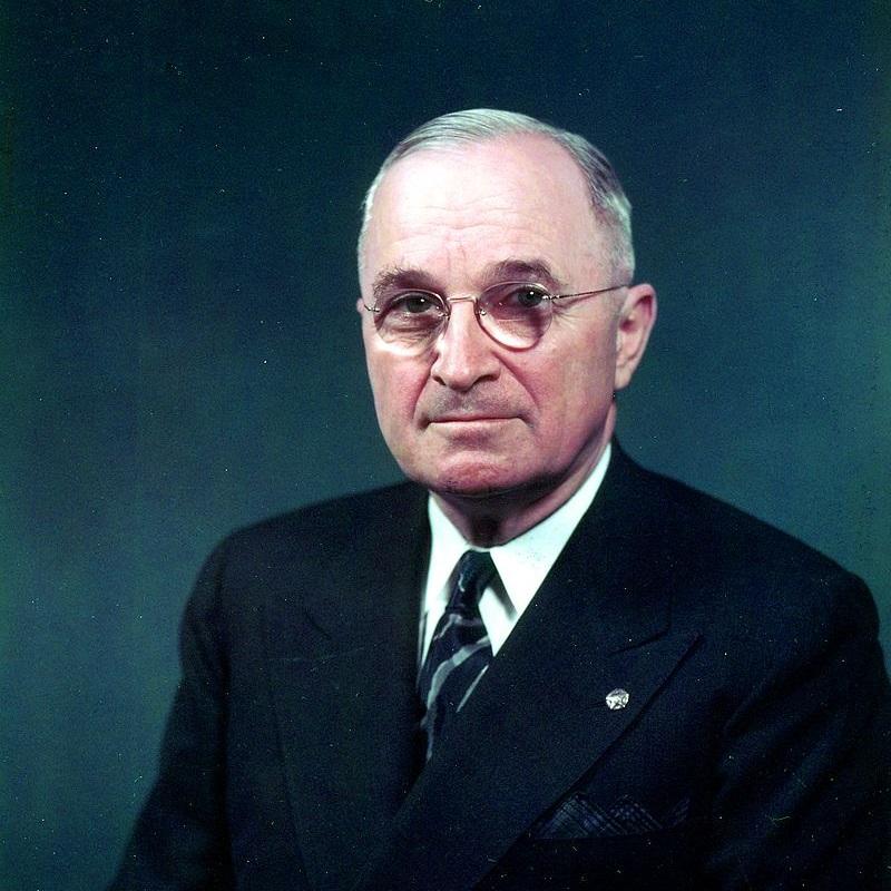 Harry Truman był prezydentem USA w latach 1945-1953.