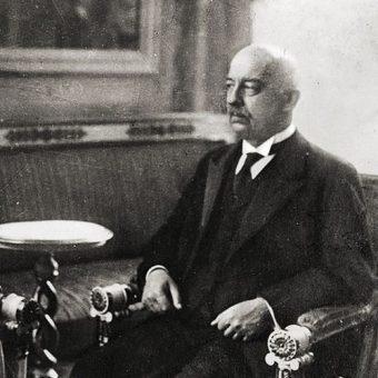 Pierwszym prezydentem wybranym w oparciu o zapisy konstytucji marcowej był Gabriel Narutowicz.