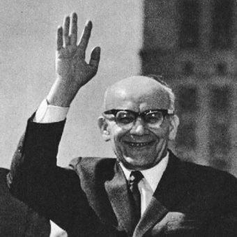 """Władysław Gomułka w marcu 1968 roku zwrócił się przeciwko protestującym studentom i intelektualistom, a także przeciwko """"syjonistom""""."""