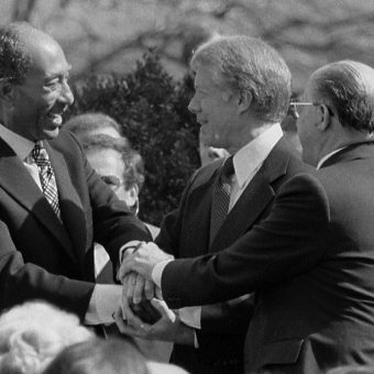 Podpisanie traktatu pokojowego odbyło się w obecności prezydenta USA, Jimmy'ego Cartera.