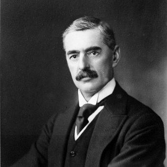 Neville Chamberlain sprawował funkcję premiera Wielkiej Brytanii do 1940 roku.