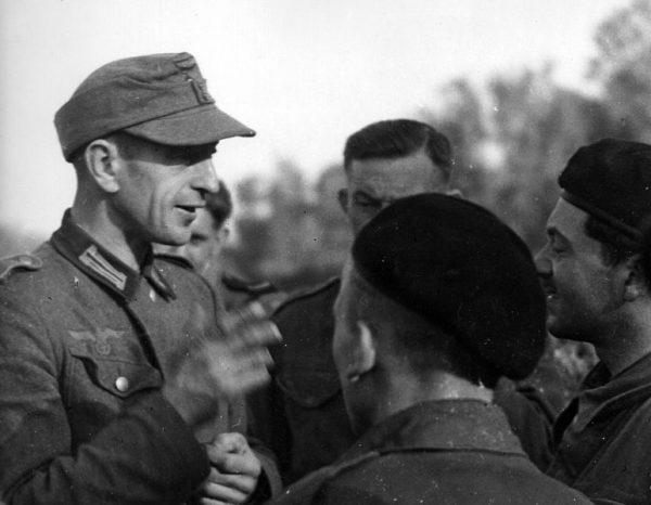Wielu Polaków, których siłą wcielono do Wehrmachtu, wykorzystywało pierwszą okazję, by przejść do walczacych na Zachodzie oddziałów polskich.